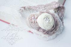 LilleJen™ Shabby hårbånd i krem og taupe med blondestrikk -Vintage Shabby Chic Hårbånd | Perfekt til fotografering