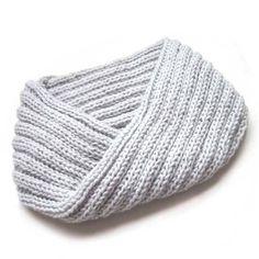 ¡No te pierdas este tutorial paso a paso para tejer un cuello de lana a dos agujas! Todas las imágenes, materiales y consejos que necesitas en este post. Knitting Stitches, Knitting Designs, Knitting Patterns Free, Knit Or Crochet, Crochet Scarves, Crochet Baby, Knitting For Kids, Baby Knitting, Crochet Necklace Tutorial