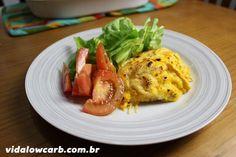 A receita de hoje é um fricassé de frango low carb, que troca o milho pela moranga para recriar a receita em versão com menos carboidratos.