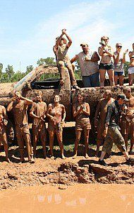 Mud♥♥♥ - What I love about the South! Country Couple Pictures, Country Couples, Country Dates, Country Best Friends, Cute Friends, Country Girl Life, Country Girls, Country Girl Truck, Country Style