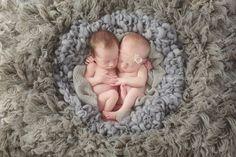 SugaShoc_Photography_Newborn_Photographer_Bucks_County_PA_Doylestown_PA_newborn_twins_photographer_newborn_twins_posing_ideas
