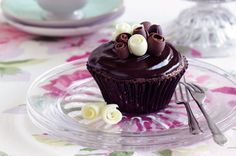 Dessert Recipes: The home of delicious dessert recipes invites you to try Chocolate mud cupcakes recipe. Enjoy quick & easy desserts for ev. Chocolate Mud Cake, Chocolate Coffee, How To Make Chocolate, Chocolate Cupcakes, Chocolate Desserts, Melting Chocolate, Mudslide Cupcakes, Lindt Chocolate, Chocolate Muffins