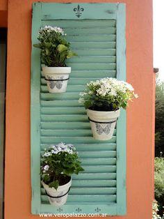 Ideas Home Exterior Small Shutters Small Shutters, Old Shutters, Garden Deco, Balcony Garden, Shutter Decor, Garden Projects, Backyard Landscaping, Home Deco, Beautiful Gardens