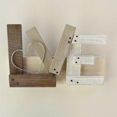 Targa decorativa in legno con scritta Love di Atelierisy su Etsy
