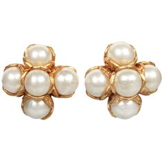 Preowned Elegant Chanel Pearl Cluster Earrings ($975) ❤ liked on Polyvore featuring jewelry, earrings, accessories, chanel jewelry, multiple, faux pearl earrings, preowned jewelry, chanel jewellery and pre owned jewelry