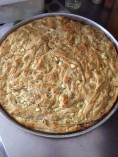 Η κασάτα, μια πίτα από το Μέτσοβο που έχει μια κάποια διαδικασία για να γίνει. Είναι η πίτα του Σαββατοκύριακου ή η πίτα της γυναίκας που έχει αρκετό χρόνο στη διάθεσή της κι αυτό, γιατί… χρε… Pizza Pastry, Savory Pastry, Savory Tart, Greek Recipes, Pie Recipes, Greek Meze, Greek Sweets, Sweet And Salty, Food And Drink