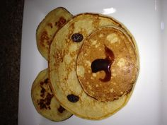 Earth pancakes - for all Elements! Make this fun and easy breakfast -- Make pancakes, add raisins for the eyes/nose, and a little syrup for the mouth! Cute Food, Good Food, Yummy Food, Animal Themed Food, Cute Breakfast Ideas, Food Art For Kids, How To Eat Better, Healthy Snacks For Kids, Healthy Eating
