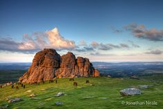 The high position of the granite tor on the eastern edge of Dartmoor, called Haytor Rocks, makes it perfect for a stunning viewpoint.