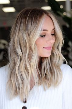 Blonde Hair With Roots, Blonde Hair Shades, Blonde Hair Looks, Blond Hair Colors, Blonde Hair With Color, Dark Blonde Hair With Highlights, Dark Roots Blonde Hair Balayage, Blonde Hair With Dark Eyebrows, Hair Colors For Blondes