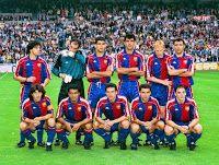 F. C. BARCELONA - Barcelona, España - Temporada 1993-94 - Iván Iglesias, Zubizarreta, Guardiola, Nadal, Ronald Koeman y Stoichkov; Bakero, Romario, Amor, Sergi y Ferrer - REAL MADRID C. F. 0 F. C. BARCELONA 1 (Amor) - 07/05/1994 - Liga de 1ª División, jornada 37 - Madrid, estadio Santiago Bernabeu - El Barcelona, con Cruyff de entrenador, al final fue Campeón de Liga, al fallar un penalty el Depor en los últimos minutos de la jornada final Fc Barcelona, Barcelona Football, Ronald Koeman, Real Madrid, Santiago Bernabeu, Football Kits, Munich, Coaching, Spain