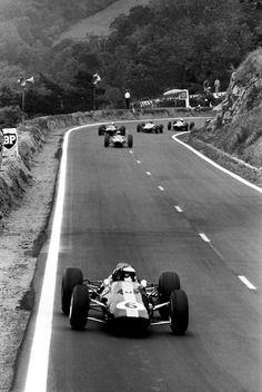 27 June 1965: French Grand Prix: Clermont-Ferrand. #6 Jim Clark (Lotus 25-Climax 1.5 V8)