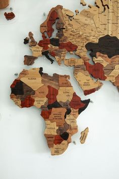 Wood Map Wall Decor by GaDenMap. Push Pin travel map for wall decor in office room, bedroom, living room, kid's room decorating. Unique gift idea for travelers. Wooden 3D World Map Wall Art #mapwalldecor #art #kitchenwalldecor