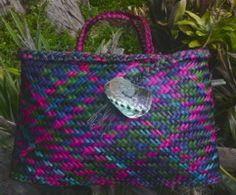 photo of coloured flax kete by Kerrin Taylor Flax Weaving, Basket Weaving, Hand Weaving, Woven Baskets, Woven Bags, Flax Flowers, Arts And Crafts, Paper Crafts, Fabric Crafts