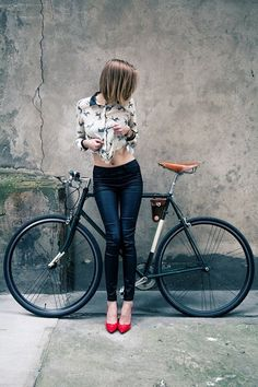 mountainbiking mountainbike cycinggirl cycling cyclist bicycle wheels riding racing heels cycle fixie race bike mtb heels on wheels You can find Mtb and more on our website Bicycle Women, Road Bike Women, Bicycle Girl, Bicycle Race, Velo Retro, Velo Vintage, Velo Biking, Bici Fixed, Radler