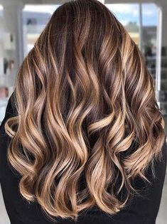 Balayage is the most popular way of dyeing hair in recent years. If you want to try balayage hair, please take a look at our collection of balayage hair color ideas which can bring you new inspiration, try it boldly! New Hair Colors, Cool Hair Color, Hair Colour, Spring Hairstyles, Cool Hairstyles, Wedding Hairstyles, Medium Hairstyles, Beige Hair, Black Hair