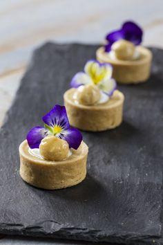 Queste tartellette allo yuzu e nocciole ti faranno sognare ad occhi aperti, per la loro bellezza e bontà! Provale, te ne innamorerai!