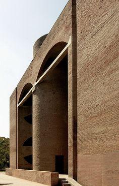Indian Institute of Management, Ahmedabad, India, / Louis Kahn House Architecture Styles, Brick Architecture, Classical Architecture, Architecture Details, Interior Architecture, Landscape Architecture, Louis Kahn, Luigi Snozzi, Modern Mansion