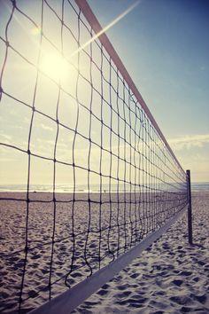 Volleyballen (of kijken naar) op het heerlijke warme zand!