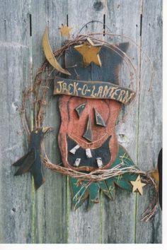 Primitive pumpkin and crow wooden - Too cute! Country Wood Crafts, Primitive Wood Crafts, Fall Wood Crafts, Halloween Wood Crafts, Primitive Pumpkin, Halloween Patterns, Halloween Signs, Halloween Projects, Halloween Pumpkins