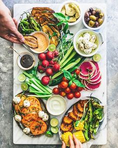 How To Build The Ultimate Crudité Platter via @feedfeed on https://thefeedfeed.com/omnivorescookbook/how-to-build-the-ultimate-crudit-platter