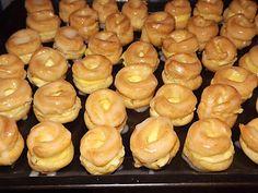 Věnečky připravené z odpalovaného těsta, plněné pudinkovým krémem, zdobené cukrovou polevou. Czech Recipes, Pretzel Bites, Doughnut, Muffin, Bread, Cooking, Breakfast, Sweet, Desserts