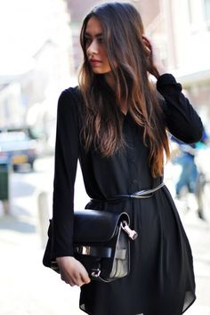 Spring trends | Minimal black long sleeves dress shirt and a handbag