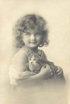 Vintage Children Photos, Children Images, Vintage Cat, Vintage Girls, Vintage Woman, Crazy Cat Lady, Crazy Cats, Shabby Chic Stil, Cat People