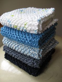 Simple knitted tea towel - Hello Handmade by AnnyMay Knitting is a method by which Knitted Dishcloth Patterns Free, Knitted Washcloths, Knit Dishcloth, Knitting Patterns Free, Free Knitting, Drops Design, Easy Knitting Projects, Lana, Knit Crochet
