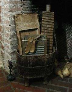 would love this for the laundry room! Prim Decor, Country Decor, Rustic Decor, Country Furniture, Primitive Antiques, Country Primitive, Primitive Laundry Rooms, Wash Tubs, Vintage Laundry