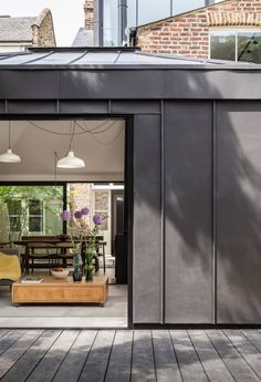 Zinc cladding to Courtyard House by Kirkwood McCarthy Black Cladding, Zinc Cladding, External Cladding, House Cladding, House Extension Design, House Design, Café Exterior, Bungalow Exterior, Exterior Shutters