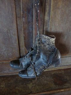 EARLY ANTIQUE PRIMITIVE OLD WOMANS LEATHER SHOES GRUNGY WALL HANGER AAFA
