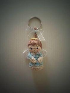 Solo esquemas y diseños de crochet: SOUVENIR ANGELITO!!!! Crochet Totoro, C2c Crochet, Crochet Patterns Amigurumi, Amigurumi Doll, Crochet Baby, Crochet Angels, Crochet Keychain, Christmas Angels, Handmade Christmas