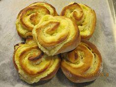 Leipuri-kondiittorin kotiyritys Tampereella. Valmistan tilauksesta kakkuja ja muita leivonnaisia. Onion Rings, Apple Pie, Baked Goods, Sweet Tooth, Muffins, Bread, Cookies, Baking, Breakfast