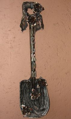 This is an old spade that I've done with the Tokreen with the word WELKOM,