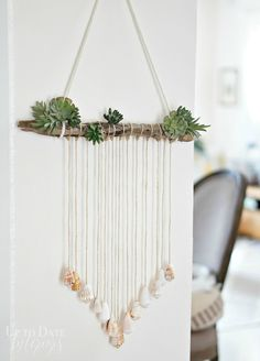 Fresh and trendy beach house decor ideas that you can DIY. Tutorials for coastal decor and beach themed home decor, beach cottage decor and modern coastal. shell crafts Fresh and Trendy Beach House Decor Ideas Seashell Crafts, Beach Crafts, Diy Crafts, Seashell Projects, Crafts With Seashells, Driftwood Crafts, Beach Cottage Decor, Coastal Decor, Modern Coastal