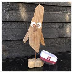 Visdommens fugl Lavet i drivtømmer #driftwoodowls #driftwoodowl #driftwood #drivtømmer #ugle #visdommensfugl #visdom #dorteasbakhansendrivtømmer #drivtømmerugle #rustensøm #rustnemøtrikker #elskermithavehus #studentersnart #studenterhue