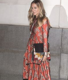 Carried away – Sarah Jessica Parker stepped out in London carrying our playful patchwork Faye bag #chloeGIRLS