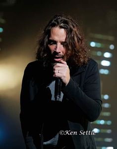 One of the last pictures of Chris Cornell performing at The Fox Theatre in Detroit on Photo credit: Ken Settle. Chris Cornell Music, Europa Tour, Temple Of The Dog, Smiling Man, Good Looking Women, Pearl Jam, Most Beautiful Man, Beautiful Voice, Music Is Life