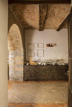 View full picture gallery of Relais Villa Del Borgo Stone Interior, Cafe Interior, Interior And Exterior, Interior Design, Architecture Details, Interior Architecture, Brick And Stone, Stone Houses, Cabana
