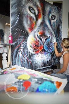 L'artiste Laurie Marois en pleine création. Artist Laurie Marois. #workspace #artstudio #artiste #artist #atelier https://fr-ca.facebook.com/lauriemaroisartiste/