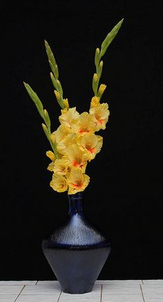 8 All Time Best Cool Ideas: Geometric Vases Inspiration old vases simple.Vases Diy Beton white vases with flowers. Vase Arrangements, Vase Centerpieces, Vases Decor, Small Glass Vases, Large Vases, Vase Design, Paper Vase, Vase Crafts, Clay Vase