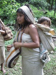 Kogi woman and child. This mother looks like a child herself. We Are The World, People Of The World, We The People, Wonders Of The World, Sierra Nevada, Madonna, Colombian Art, Baby Carrying, Tribal People
