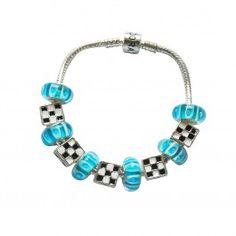 Marque: Pandora -Genre: Femme -Matière: Divers -Style: Glamour          63,99 €  http://www.pariprix.com/pandora-cadeaux/glass-beads-and-silver-charms-bleu-diy-bracelet-pandora-cadeau-extraordinaire.html