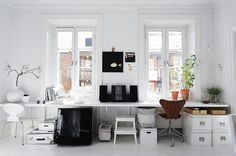 via My Scandinavian Home, another angle. One long desk office for two (and one window for each people... nice).