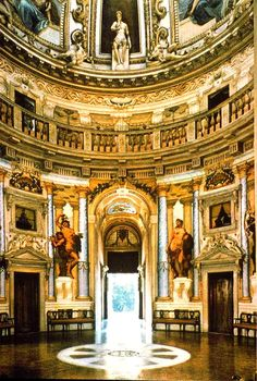 Andrea Palladio (nato Andrea di Pietro della Gondola) (Italiano, 1508 Padova - 1580 Maser) | Villa Almerico Capra (detto La Rotonda) | Commissionato dal Prelato Conte Paolo Almerico Referendario Apostolico del Vaticano e completato per i fratelli Capra) | 1566-1592 (Interni e affreschi completato in 1620) | Il corpo principale è stato forse abitabile dal 1569, ma è stato completato dopo la morte di Palladio (1580) da Vincenzo Scamozzi (Italiano, 1548 Vicenza - 1616 Venezia)