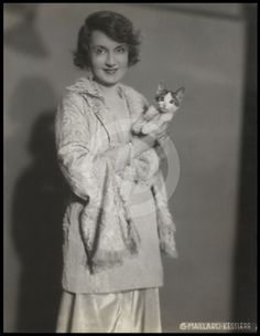 Vintage 1930 Billie Burke & Cat Charming Large G. Billie Burke, Glinda The Good Witch, Musical Film, British Royals, American Actress, Famous People, Kitten, Actresses, Pets