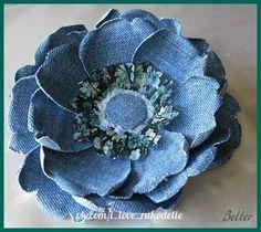 Sewing Fabric Old Jeans Best Ideas Denim Flowers, Cloth Flowers, Felt Flowers, Fabric Flowers, Paper Flowers, Ribbon Flower, Pretty Flowers, Jean Crafts, Denim Crafts