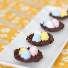 Chocolate nest on spoon: a quick and easy treat for Easter. No special tool required; no big mess to clean up after!