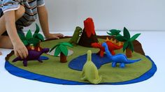 I wish the tutorial for this dinosaur play mat was available.  I think the dinos need some seed beads for eyes.
