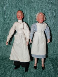 Doctor and nurse, German CACO / Canzler & .Hoffmann, from the 30 - 40s. Nurse in original clothing and cap - 13 cm tall. Doctor in original clothing - 14 cm tall.